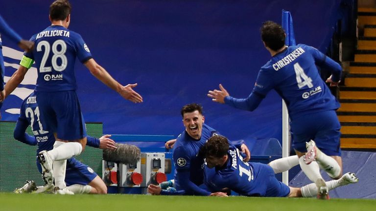 chelsea celebrate mason mount's second goal in their 2-0 semi-final second leg victory over real madrid